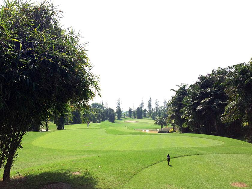 アルパインゴルフ&スポーツクラブ 池が多い