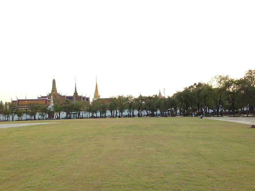 ワットプラケオ 王宮近くの広場