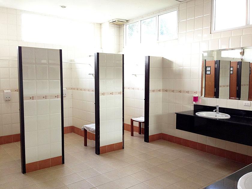 ラチャクラムゴルフクラブ シャワールームは広い