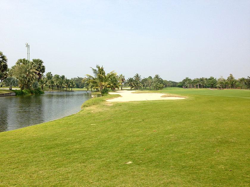 スワン ゴルフ&カントリークラブ 池ばかり