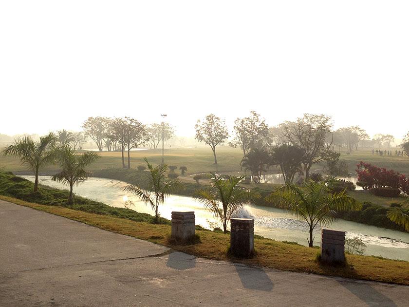 ユニランド ゴルフ&リゾート 早朝は霧