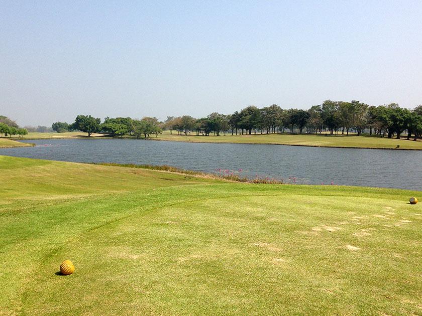 ユニランド ゴルフ&リゾート 池は多い