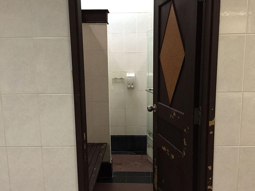 クリサダシティゴルフヒルズ お湯がでるまでに時間のかかるシャワーが残念