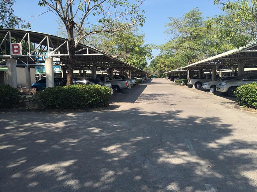 ウィンザーパーク&ゴルフクラブ 広い駐車場