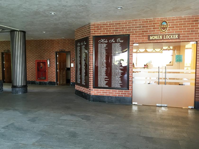レムチャバンカントリークラブ ロッカールーム入口