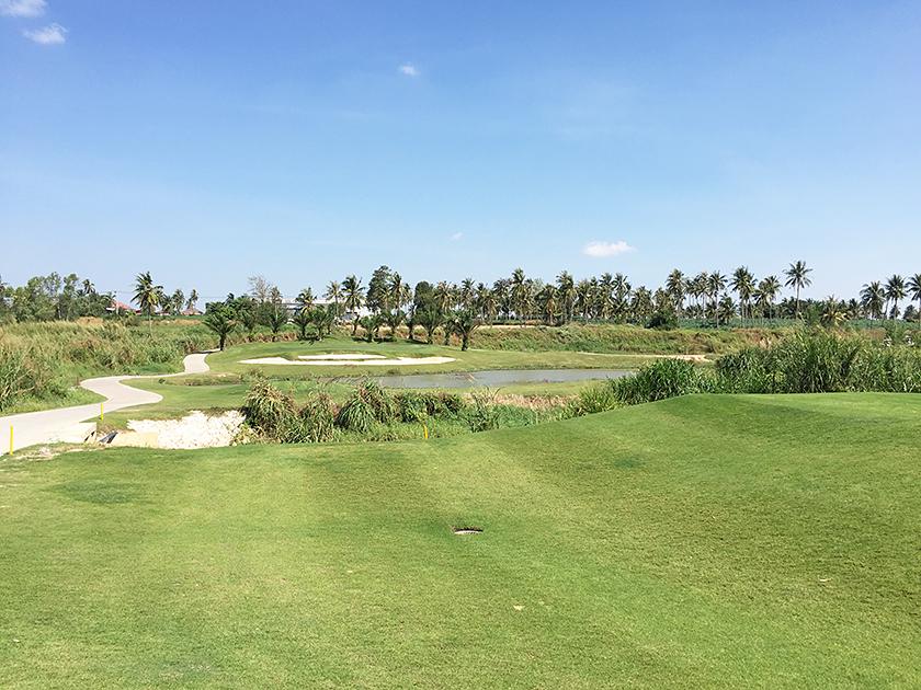 パリチャーゴルフリンクス 池が多い