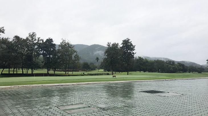 アルパインゴルフリゾートチェンマイ アスファルトが濡れるほど降ってた