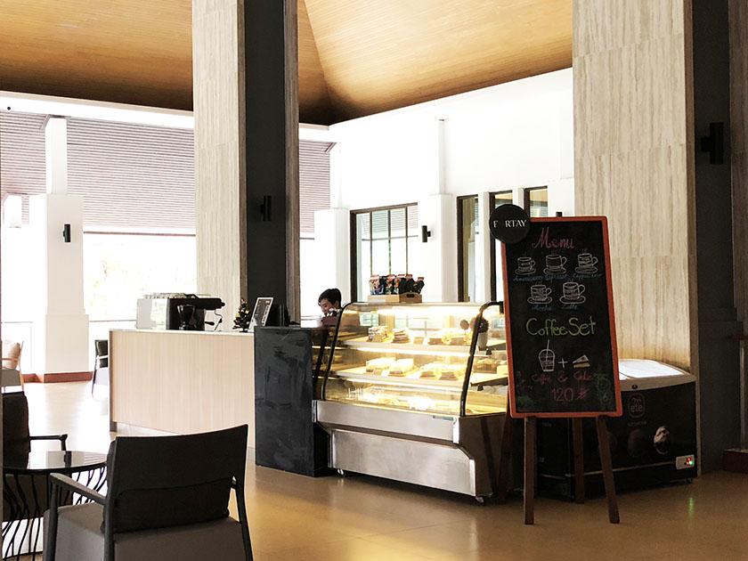 アルパインゴルフリゾートチェンマイ レストランの横にカフェ
