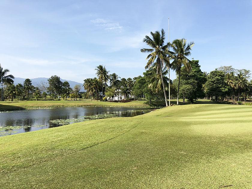 グリーンバレーチェンマイ タイのゴルフ場に必ずある池