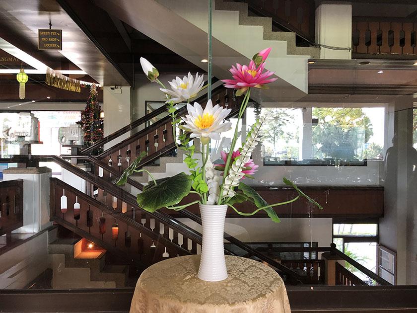 グリーンバレーチェンマイ レストラン入口にあった花