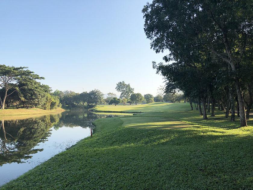 メージョーゴルフリゾート 池もある