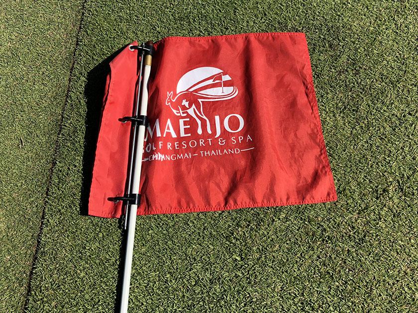 メージョーゴルフリゾート 赤い旗は手前のしるし
