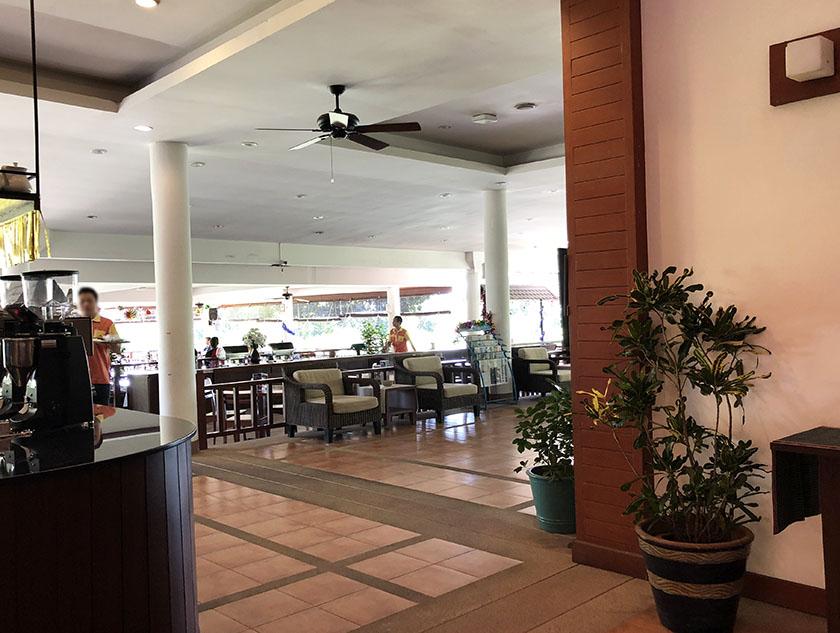 メージョーゴルフリゾート レストラン入口