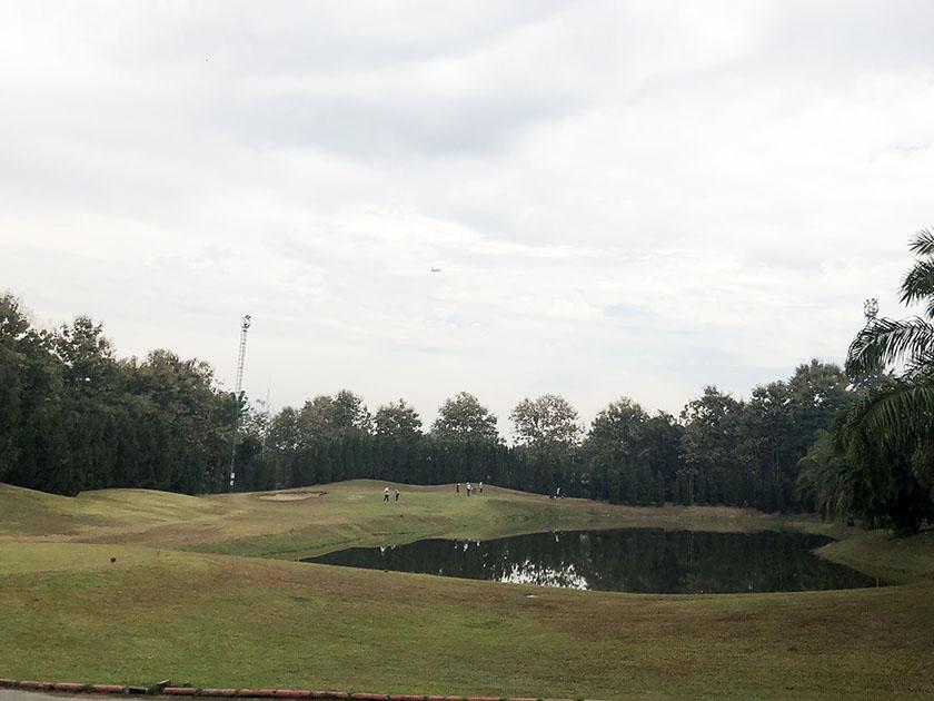 スタードームゴルフクラブ 雨降ってきました