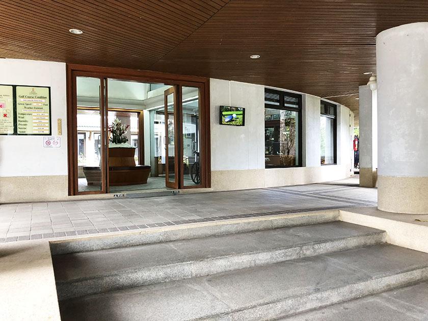 クラブハウス入口