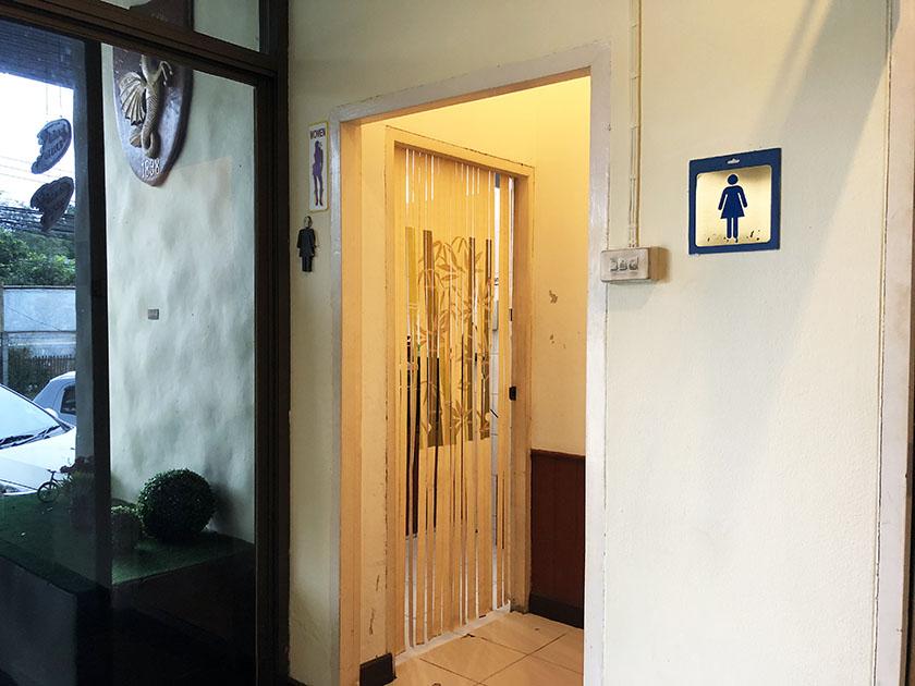 チェンマイジムカーナクラブ トイレ入口
