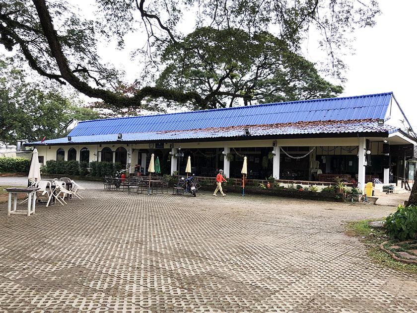 タイ・チェンマイゴルフ旅 青い屋根がかわいい建物