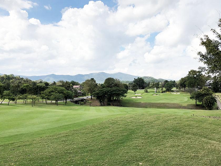 タイ・チェンマイゴルフ旅 タイで打ち下ろしがあるとは!
