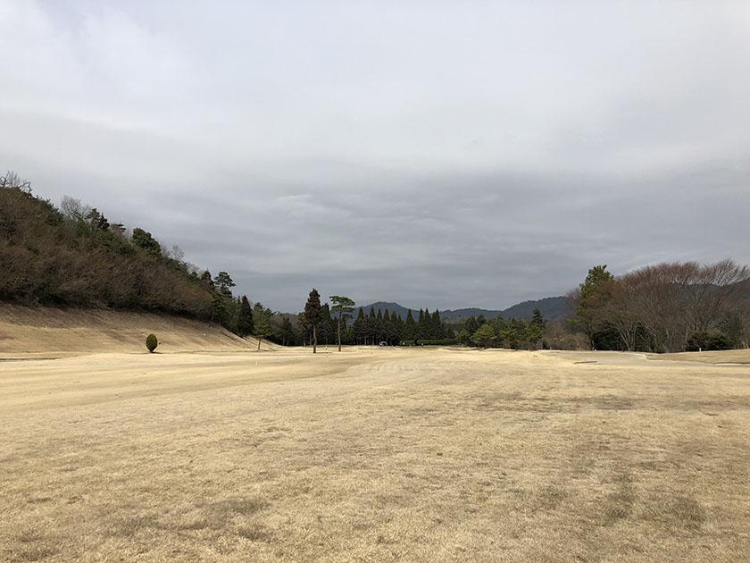 茶色い芝は苦手-尾道ゴルフ倶楽部