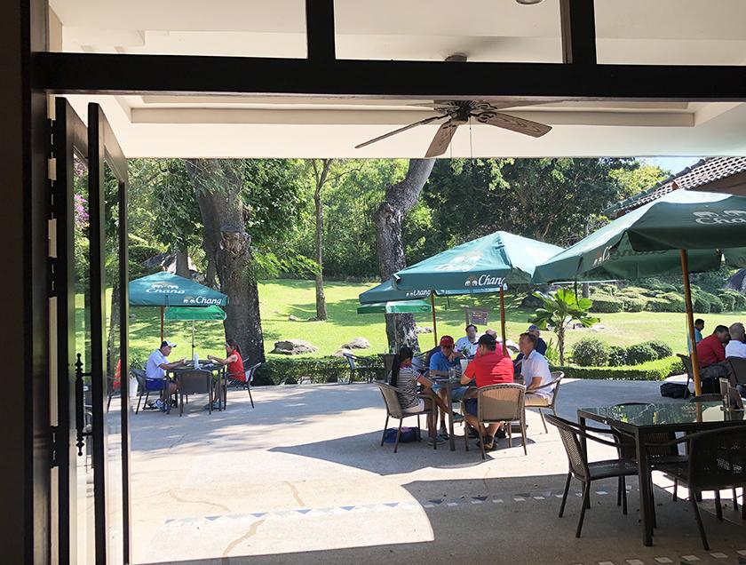 パームヒルズゴルフリゾート&カントリークラブ 日陰が心地よい気温