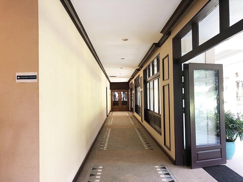 パームヒルズゴルフリゾート&カントリークラブ 長い廊下