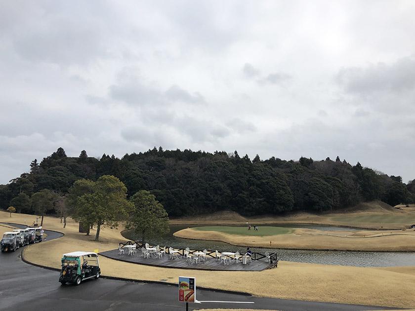 茨城セントラルゴルフクラブNEWコース ゴルフ場到着時は雨