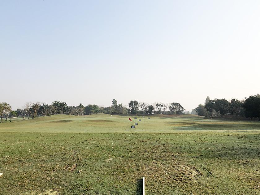 グリーンウッドゴルフリゾート 芝から打てる練習場
