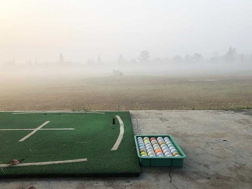 パタヤカントリークラブ 霧が深い練習場