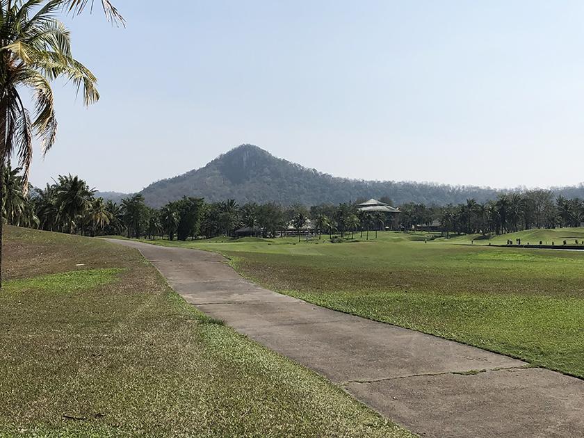 カオキオカントリークラブ カオキオとは「緑の山」の意味