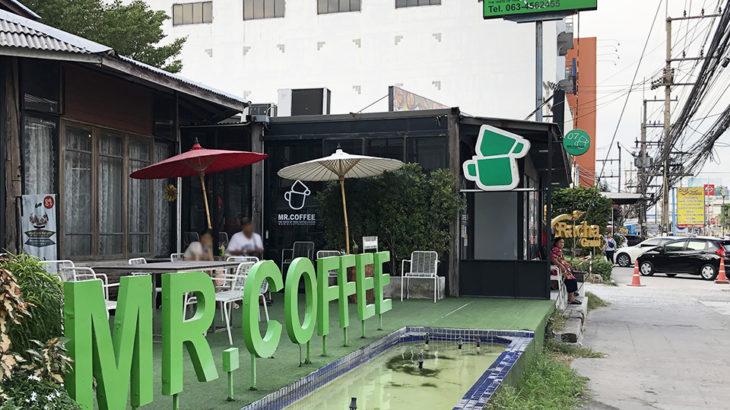 ホテルの隣のカフェ