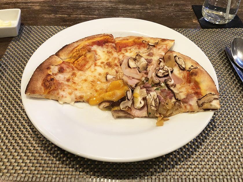 ボリュームのあるナポリ風ピザ